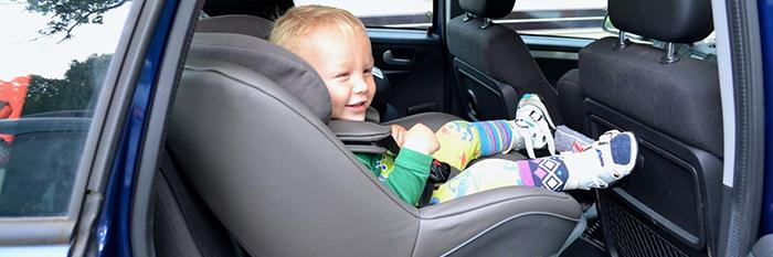 Küçük bebeğimle seyahat ediyorum, bizim için bebek koltuğu temin edebilir misiniz? Çocuk koltuğunu kullanmam gerekli mi?